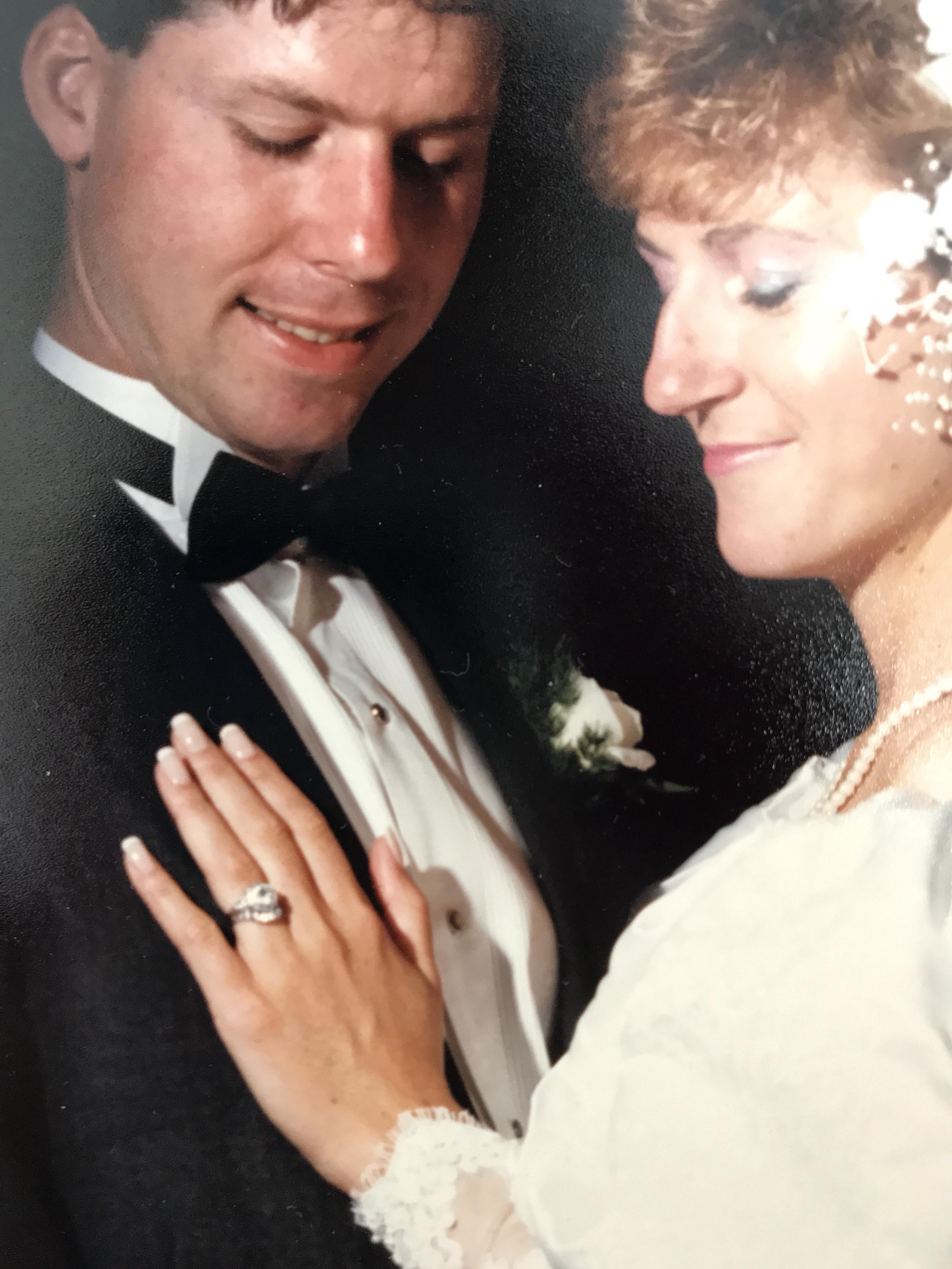 Do Widows Wear Wedding Rings Runawaywidow
